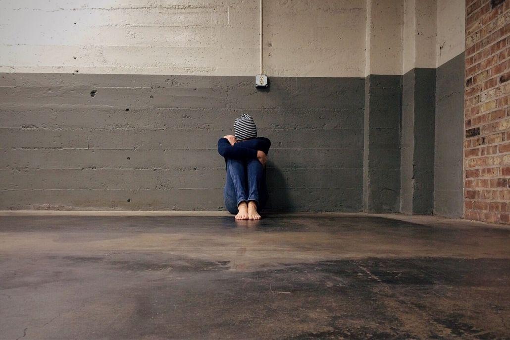 Acoso social o relacional es cuando se busca aislar a la víctima para que se sienta solo