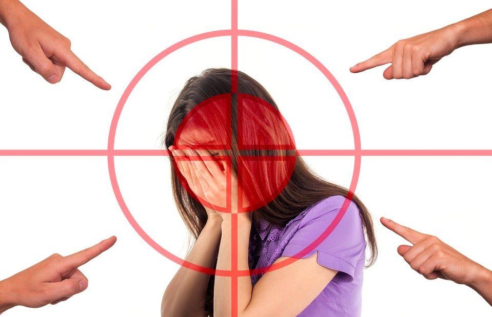 explicamos cuales son los síntomas más habituales que nos permiten saber que nuestro hijo sufre acoso escolar