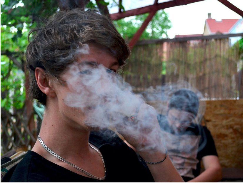 EL CONSUMO DE DROGAS, ALCOHOL Y TABACO ES UN FACTOR QUE AUMENTA LAS PROBABILIDADES DE PADECER ENFERMEDADES MENTALES