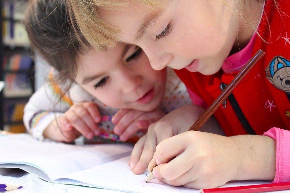 regular la distribución de tiempos con las obligaciones de los hijos