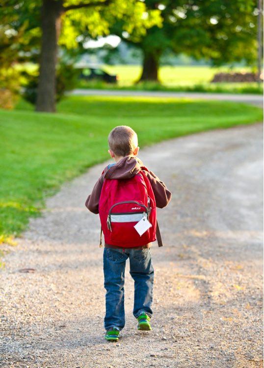 ventajas e inconvenientes de escolarizar a un niño antes de os 3 años